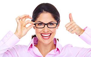 Fotos Finger Gestik Weißer hintergrund Brünette Brille Hand Zähne Lächeln Blick Gesicht