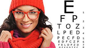 Bilder Finger Weißer hintergrund Gesicht Brünette Starren Brille Mädchens