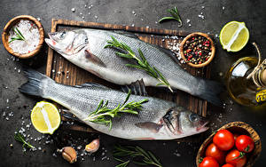 Pictures Fish - Food Black pepper Tomatoes Lime Garlic Cutting board Two Salt Food