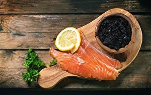 Hintergrundbilder Fische - Lebensmittel Caviar Zitronen Lachs Bretter