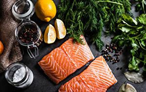 Fotos Fische - Lebensmittel Zitronen Gewürze Lachs Schwarzer Pfeffer Dill Stück Lebensmittel