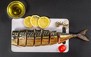 Fotos Fische - Lebensmittel Zitronen Tomaten Grauer Hintergrund Schneidebrett Öle Lebensmittel