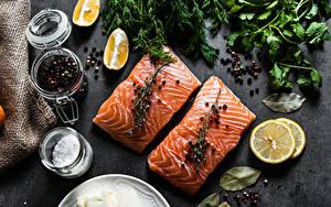 Fotos Fische - Lebensmittel Lachs Zitrone Gewürze Schwarzer Pfeffer Stück das Essen