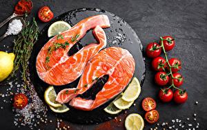Fotos Fische - Lebensmittel Tomate Zitrone Lachs Schneidebrett Salz