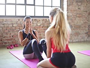 Hintergrundbilder Fitness Asiatische 2 Blondine Lächeln Trainieren Schön sportliches Mädchens