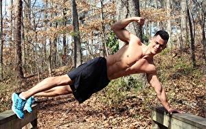 Hintergrundbilder Fitness Herbst Mann Shorts Turnschuh Lächeln