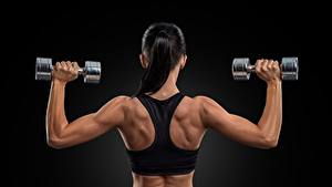 Hintergrundbilder Fitness Hinten Rücken Hand Hantel Brünette Sport Mädchens