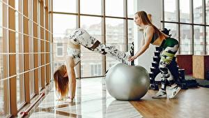 Bilder Fitness Ball Trainieren 2 Mädchens