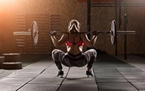 Bilder Fitness Hantelstange Hinten Körperliche Aktivität Hand Bein Rücken junge frau