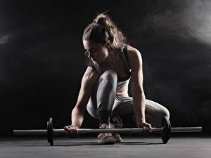 Hintergrundbilder Fitness Hantelstange Hand junge Frauen
