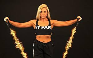 Bilder Fitness Schwarzer Hintergrund Körperliche Aktivität Blondine Sport Mädchens