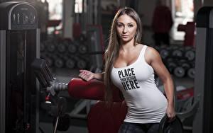 Fotos Fitness Unscharfer Hintergrund Blick Unterhemd Wort Englische junge frau
