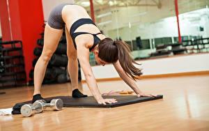 Hintergrundbilder Fitness Braunhaarige Körperliche Aktivität Hand Mädchens Sport