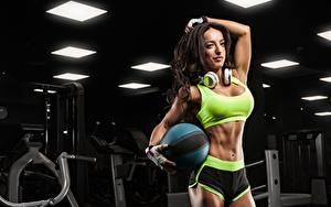 Hintergrundbilder Fitness Brünette Pose Kopfhörer Hand Handschuh Ball Bauch Shorts Sport