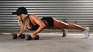 Fotos Fitness Hantel Baseballkappe Hand Unterarmstütz Mädchens