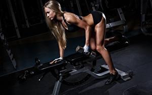 Hintergrundbilder Fitness Turnhalle Körperliche Aktivität Hantel Bein junge frau Sport