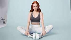 Fotos Fitness Rotschopf Pose Sitzen Blick Madelaine Petsch Prominente Sport Mädchens