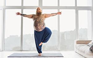 Bilder Fitness Mann Yoga Tätowierung Dick sportliches