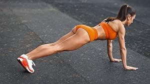 Fotos Fitness Unterarmstütz Bein Gesäß Sport Mädchens
