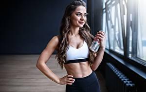 Bilder Fitness Posiert Lächeln Fenster Starren Sport Mädchens