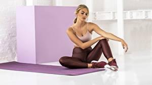 Hintergrundbilder Fitness Sitzt Bein sportliches Mädchens