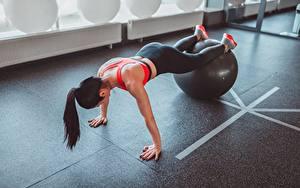 Bilder Fitness Trainieren Ball Mädchens
