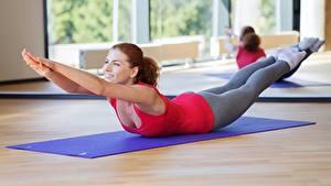 Fotos Fitness Trainieren Joga Pose Dehnübungen Sport Mädchens