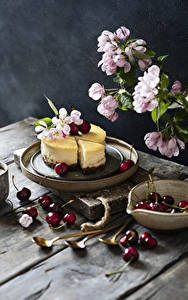 Fotos Blühende Bäume Kirsche Käsekuchen Bretter Ast Lebensmittel