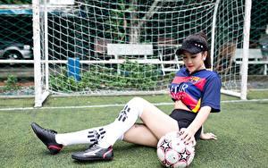 Fotos Fußball Asiaten Uniform Ball Rasen Bein Long Socken junge frau