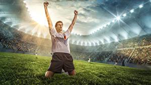 Bilder Fußball Mann Rasen Hand Fröhlicher Stadion Sport