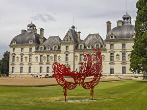 Bilder Frankreich Burg Maske Skulpturen Rasen Chateau de Cheverny
