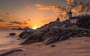 Hintergrundbilder Frankreich Küste Sonnenaufgänge und Sonnenuntergänge Steine Himmel Leuchtturm Bretagne, Pontusval lighthouse
