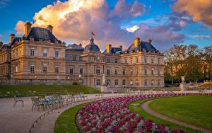 Fotos Frankreich Haus Paris Rasen Palast Wolke Luxembourg Palace and Gardens Städte