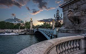 Fotos Frankreich Fluss Brücke Haus Binnenschiff Abend Paris Pont Alexandre III, Seine River Städte