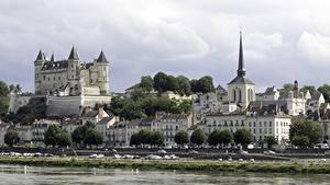 Fotos Frankreich Flusse Burg Kirchengebäude Haus Festung Castle Of Saumur Städte
