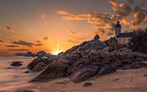 Fotos Frankreich Morgendämmerung und Sonnenuntergang Leuchtturm Küste Stein Felsen Lighthouse of Pontusval