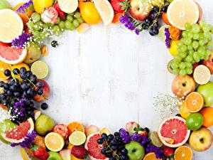 Bilder Obst Weintraube Zitrusfrüchte Äpfel Birnen Erdbeeren Bretter Lebensmittel