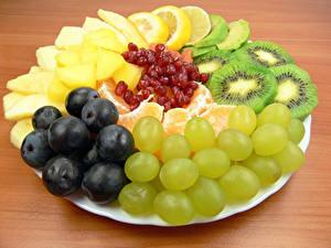 Hintergrundbilder Obst Weintraube Chinesische Stachelbeere Teller Lebensmittel