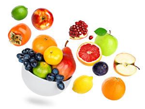 Fondos de Pantalla Frutas Caqui Manzanas Granada Uvas Perales Ciruelas Naranja (Fruta) Pomelo o Toronja El fondo blanco