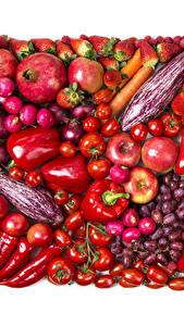 Fotos Obst Gemüse Granatapfel Tomate Peperone Erdbeeren Äpfel Zwiebel Weintraube Radieschen Weißer hintergrund Rot das Essen