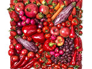 Fotos Obst Gemüse Granatapfel Tomate Peperone Erdbeeren Äpfel Zwiebel Weintraube Radieschen Weißer hintergrund Rot