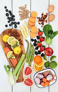 Fotos Obst Gemüse Nussfrüchte Fische - Lebensmittel Erdbeeren Heidelbeeren Zitrusfrüchte Bretter Schneidebrett