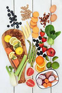 Fotos Obst Gemüse Schalenobst Fische - Lebensmittel Erdbeeren Heidelbeeren Zitrusfrüchte Bretter Schneidebrett