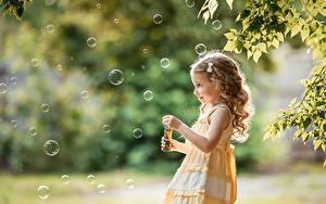 Hintergrundbilder Seifenblasen Kleine Mädchen Unscharfer Hintergrund George Dyakov