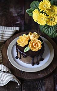 Hintergrundbilder Gerbera Torte Rosen Schokolade Gelb Design Lebensmittel Blumen