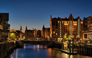 Bilder Deutschland Hamburg Haus Flusse Bootssteg Nacht Lichtstrahl Städte