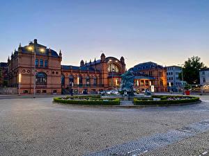 Bilder Deutschland Gebäude Springbrunnen Abend Skulpturen Platz Straßenlaterne Schwerin