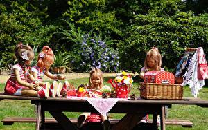 Fotos Deutschland Park Sträuße Puppe Kleine Mädchen Weidenkorb Grugapark Essen Natur