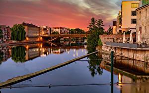 Hintergrundbilder Deutschland Flusse Brücke Haus Abend Straßenlaterne Kassel Städte