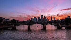 Bilder Deutschland Sonnenaufgänge und Sonnenuntergänge Fluss Brücken Wolkenkratzer Frankfurt am Main Main river Städte